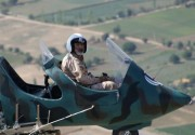 فیلم/ پرواز فرمانده شهید گردان هوایی صابرین با جایرو پلن