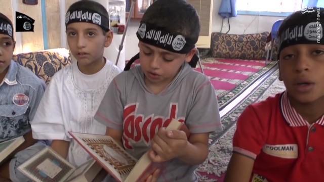 کودکان آسیای مرکزی در نقش جلادان داعش