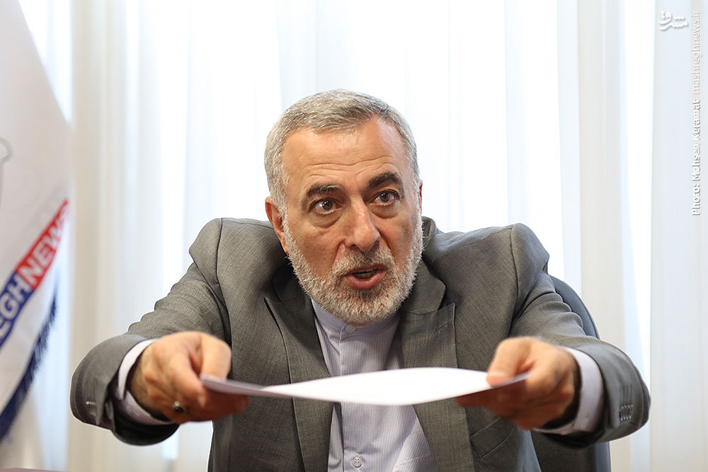 تسخیر سفارت منطبق بر قواعد بینالمللی است/ احمدینژاد موافق تسخیر سفارت نبود/ انی که میگویند ایران در اشتباه کرده از وقایع میدانی بیاطلاع هستند/ آقای ظریف فعلا برای ریاستجمهوری امتحانی پس نداده است