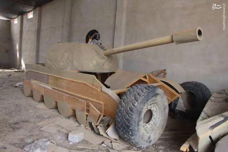 داعش با تانکهای چوبی چه می کرد؟ +عکس