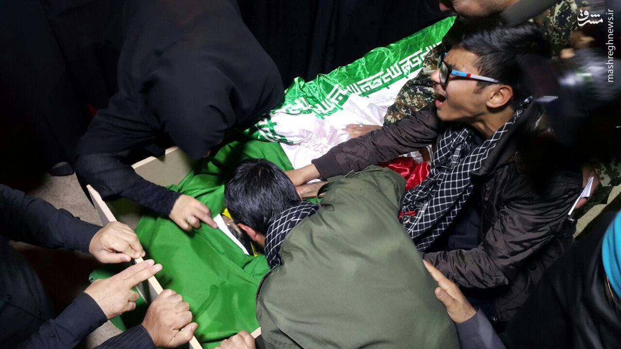 عکس/ اولین دیدار خانواده با محسن خزایی بعد از شهادت