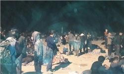 زوار معطل مانده در پشت مرز مسدود شده مهران حاضر به ترک این خروجی نیستند