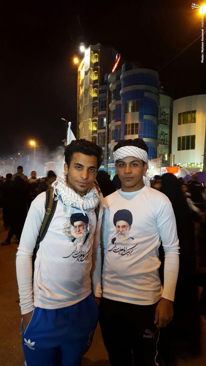 عکس/ارادت دو زائر عراقی به رهبر انقلاب