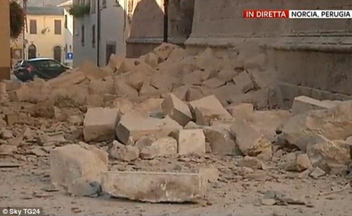 زلزله 7.1 ریشتری ایتالیا را لرزاند +فیلم و عکس