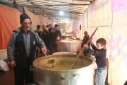 عکس/شور و عشق دهه هشتادیها در خدمت به زائران امام رضا (ع)