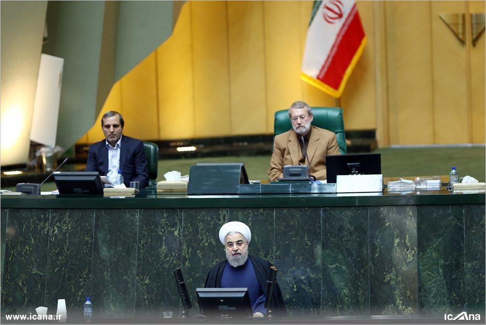 روحانی: تمدید تحریمها نقض فاحش برجام است/ لاریجانی: دولت در قبال عهدشکنی آمریکا اقدام متقابل کند/ اعتراض نمایندگان به معضل ریزگردها سخنرانی رئیسجمهور را قطع کرد