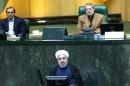 روحانی: تمدید تحریمها نقض برجام است/ لاریجانی: دولت در قبال عهدشکنی آمریکا اقدام متقابل کند/ اعتراض نمایندگان به معضل ریزگردها سخنرانی رئیسجمهور را قطع کرد