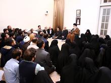 روایتی از دیدار جمعی از خانوادههای شهدای مدافع حرم با رهبر انقلاب