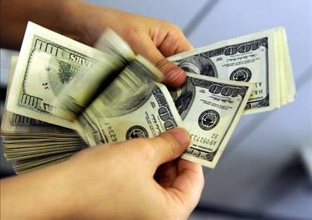 پشت پرده افزایش قیمت دلار در بازار چه بود؟ / مقایسه رویکرد خلق سرمایه در دولت دهم و یازدهم + جدول