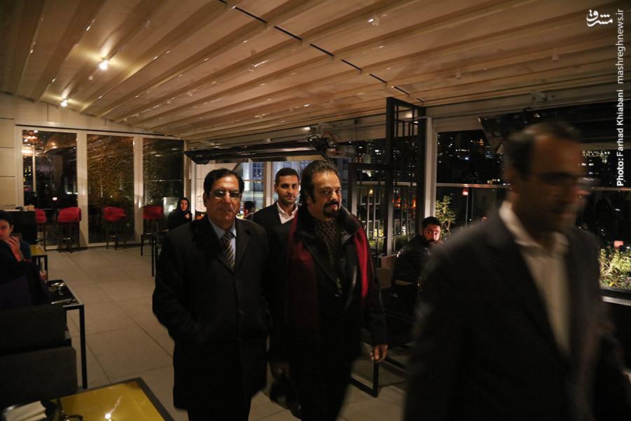 یادگاری سینماگران هند بر تابلوی تبلیغات شهرداری یا دیوار ستبر فرهنگ ایران؟! ////////////////آقای پورصباغ عکس بگذارید برای این مطلب (سلیمانی)