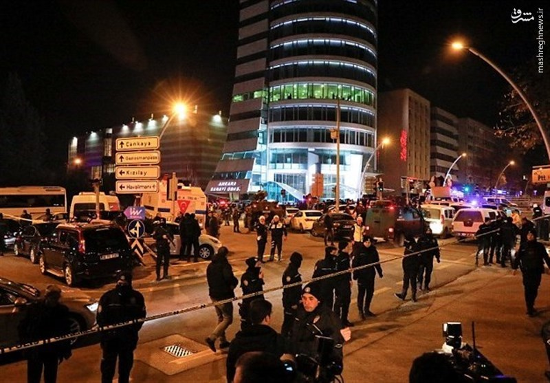 سفیر روسیه در آنکارا کشته شد/ پوتین جلسه فوری تشکیل داد/ قاتل افسر پلیس ترکیه بود +عکس و فیلم