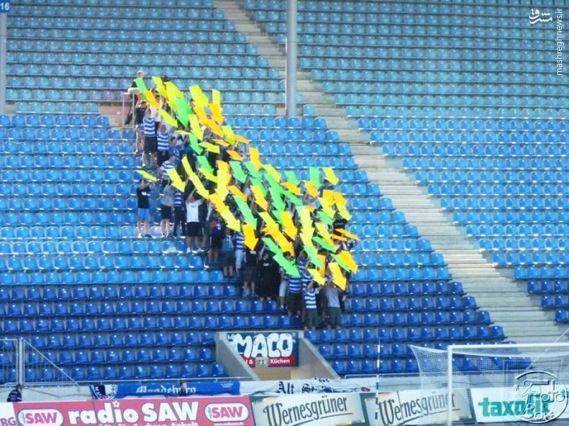 عکس/ اعتراض جالب هواداران به بازیکنان