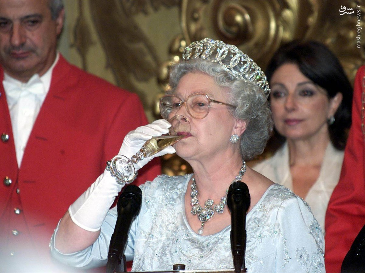 از بالگردسواری تا بطریهای شامپاین 800 پاوندی/ ملکه انگلستان چگونه پول مالیات دهندگان بریتانیایی را به چاه می ریزد