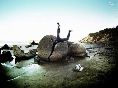 این سنگ های گرد بر روی این ساحل نیوزیلندی از سخت شدگی سنگ های رسوبی تشکیل شده و حتی سخت تر از زمین های رسوبی اطرافشون هستند و توسط موج ها به این شکل هموار در آمدند.