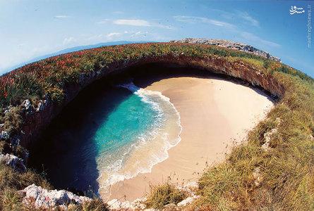 گفته می شود این ساحل پس از اینکه دولت مکزیک از جزیره های غیر مسکونی برای تمرین در هدف گیری در دهه ۱۹۰۰ استفاده می کرده، تشکیل شده است.