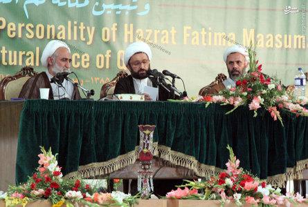 استاد علی دوانی در حال سخنرانی در یکی از کنگرهها