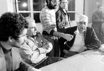 نعمت الله نصیری(رئیس ساواک) و مهدی رحیمی پس از دستگیری در مدرسه رفاه. در تصویر رسول صدر عاملی خبرنگار روزنامه اطلاعات نیز دیده میشود.