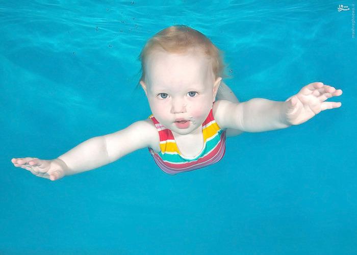 عکاسی شنای نوزادان در زیر آب