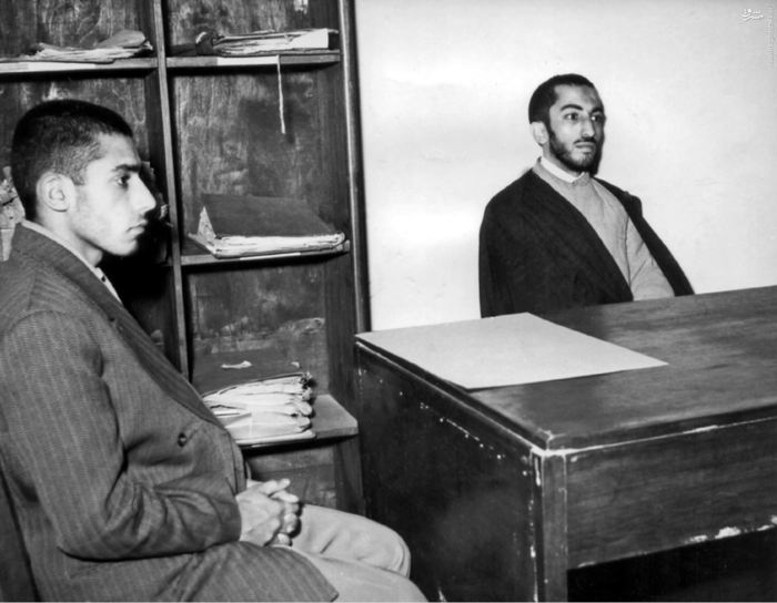 شهید نواب صفوی درکنار علی بهاری از اعضای فدائیان اسلام در فرمانداری نظامی تهران<br /> <br />
