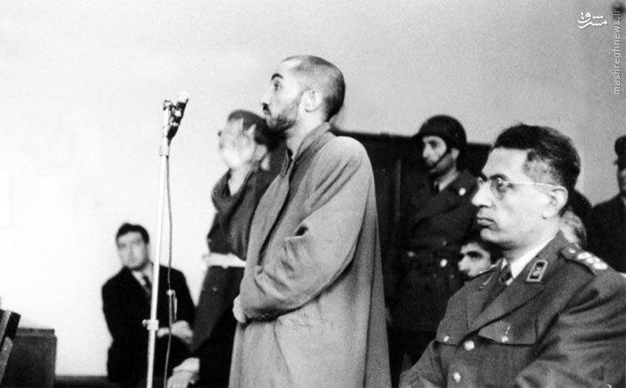 شهید نواب صفوی در حال ایراد دفاعیات خود در دادگاه نظامی<br /> <br />