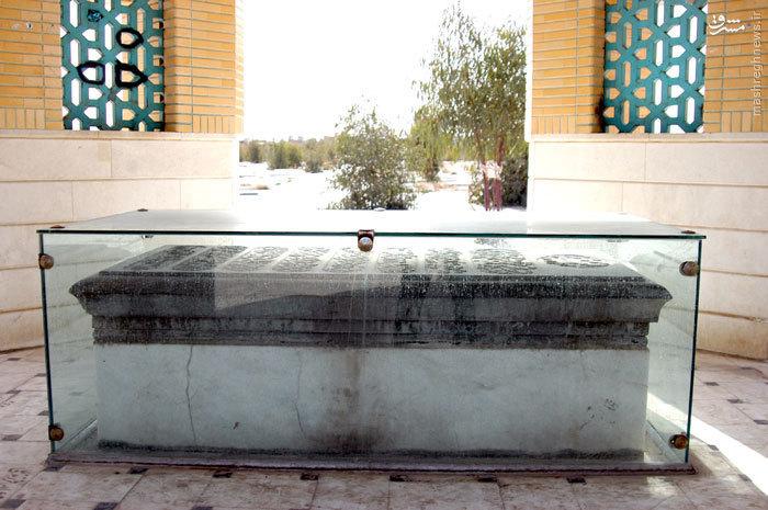 مرقدمطهر شهید نواب صفوی در قبرستان وادی السلام قم<br />
