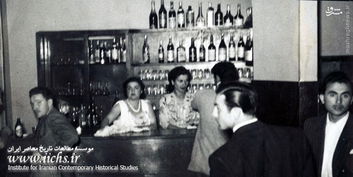 کافهای در لالهزار با مشتریان و «بارمن»هایش