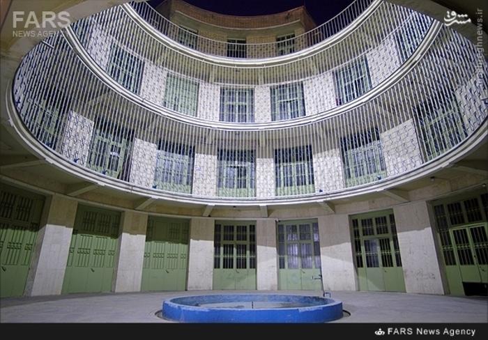 1-نمایی از حیاط کمیته مشترک ضد خرابکاری ساواک که هم اینک به موزه عبرت ایران مبدل شده است