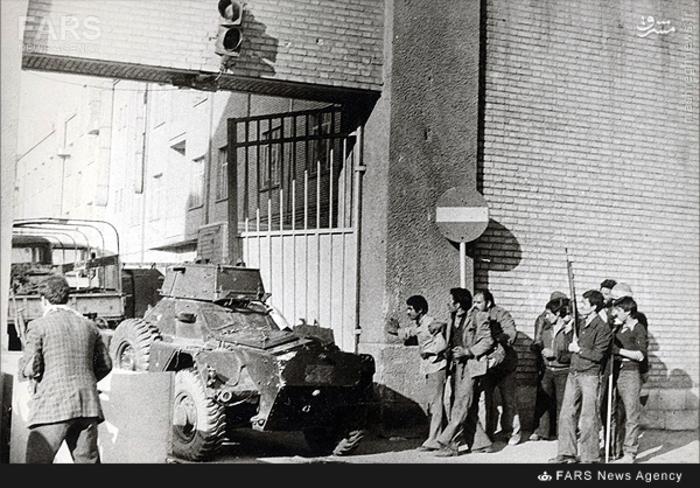 12- لحظه تسخیر کمیته مشترک ضدخرابکاری توسط مردم انقلابی در 21بهمن 57