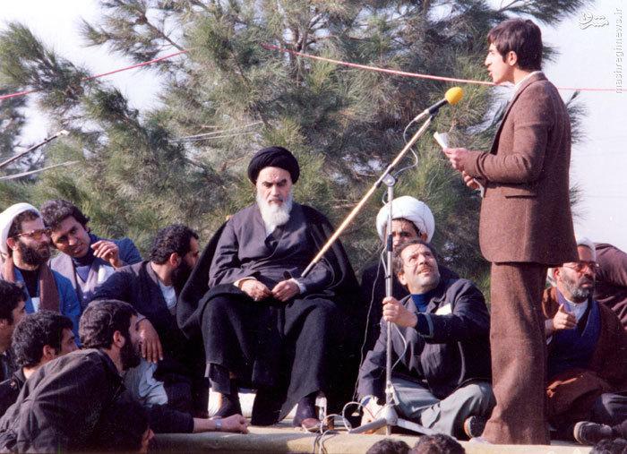 فرزند شهید حاج صادق امانی در حال خوشامدگویی به امام خمینی