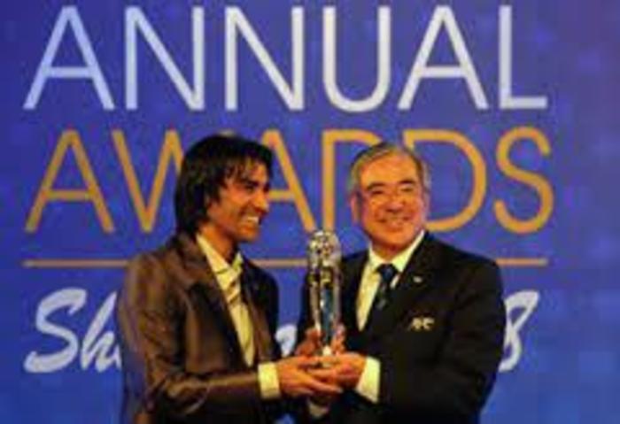 اولین سالی که دعوت شد که با فوتبالی ها برویم و جایزه را بگیرم. سال 2007 است. الان برای مراسمات ای اف سی که جدیدترینش ازبکستان است مهمان ویژه هستم.