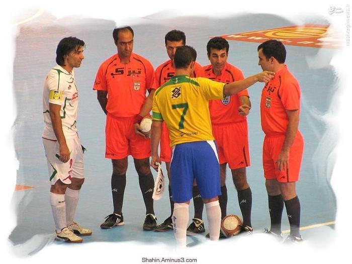 دیدار دوستانه با برزیل. تیم که ستاره بی بدیلش فالکائو بود. البته من بیشتر مانوئل توبیاس را قبول داشتم، همین آخرین بازی در چهل سالگی بعد از سه سال ناکامی قهرمان شد.