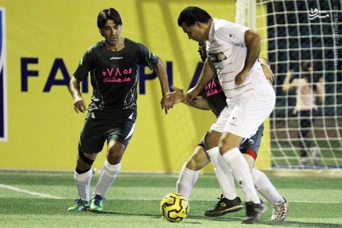 اسطوره فوتبال ما علی دایی است. آقای گل فوتبال جهان که فوتبال ایران را به نام او می شناسند. واقعا شخصیت بزرگ و قابل احترامی است.