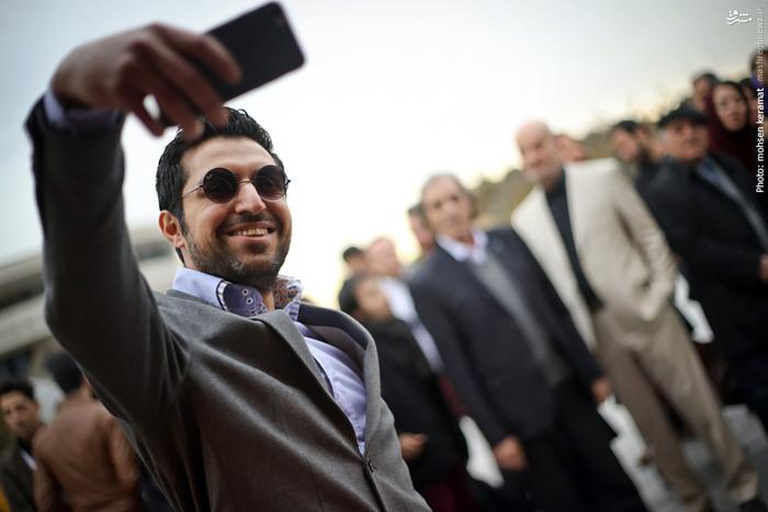 سلفی اشکان خطیبی با عوامل فیلم سینمایی «سینما نیمکت»