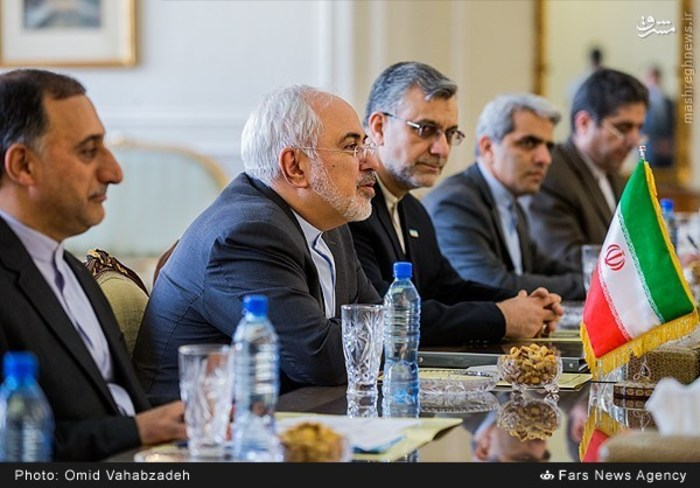 resized 1504140 283 عکس/ دیدار وزرای خارجه ایران و همچنین رومانی