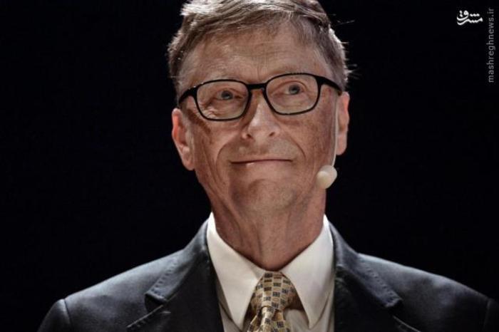 بیل گیتس، مدیر اسبق و مؤسس شرکت مایکروسافت برای سومین سال متوالی رتبه نخست فهرست را از آن خود کرد. ثروت وی ۷۵ میلیارد دلار برآورد شده است که در مقایسه با سال گذشته ۴.۲ میلیارد دلار کمتر است.