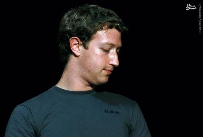 مارک زاکربرگ، برنامهنویس رایانه و مؤسس وبگاه شبکه اجتماعی آنلاین فیسبوک در آمریکا است. او به عنوان یک دانشجوی دانشگاه هاروارد با کمک دانشجویان علوم کامپیوتر اقدام به تأسیس این وبگاه کرد. او اکنون به عنوان مدیر اجرایی در فیسبوک فعالیت میکند.