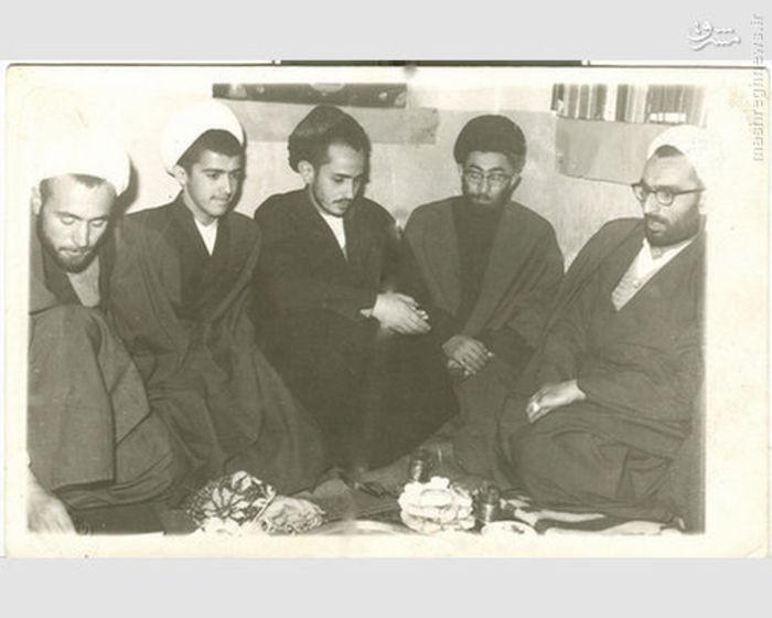 از راست: مرحوم آیت الله واعظ طبسی، آیت الله سید علی خامنه ای، شهید هاشمی نژاد