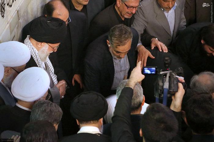 رهبر انقلاب در مراسم خاکسپاری پیکر آیتالله طبسی<br />