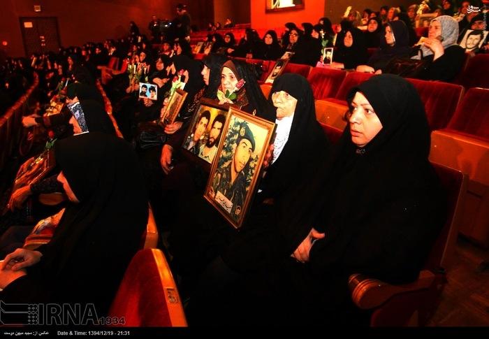 resized 1517273 531 عکس/ نکوداشت مادران و همچنین همسران شهدای گلستان
