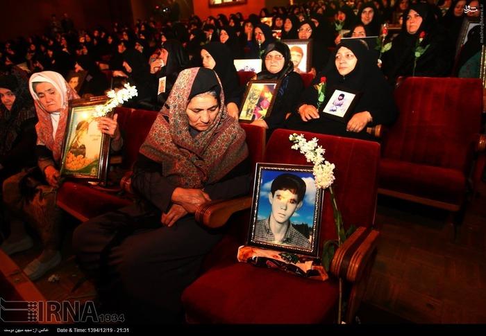 resized 1517274 869 عکس/ نکوداشت مادران و همچنین همسران شهدای گلستان