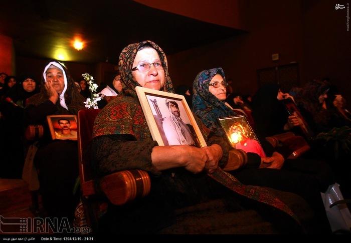 resized 1517275 934 عکس/ نکوداشت مادران و همچنین همسران شهدای گلستان