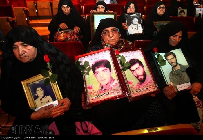 resized 1517276 362 عکس/ نکوداشت مادران و همچنین همسران شهدای گلستان