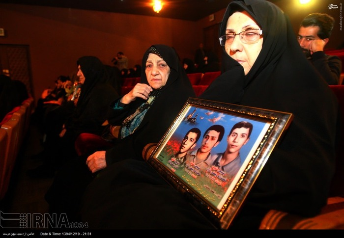 resized 1517277 425 عکس/ نکوداشت مادران و همچنین همسران شهدای گلستان