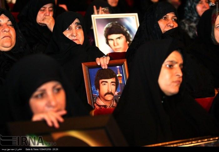 resized 1517280 838 عکس/ نکوداشت مادران و همچنین همسران شهدای گلستان