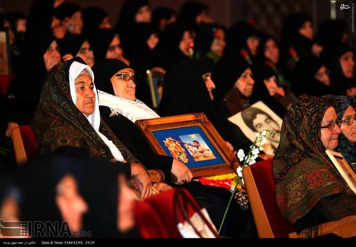 resized 1517281 657 عکس/ نکوداشت مادران و همچنین همسران شهدای گلستان