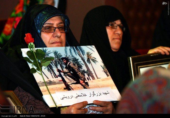 resized 1517288 443 عکس/ نکوداشت مادران و همچنین همسران شهدای گلستان