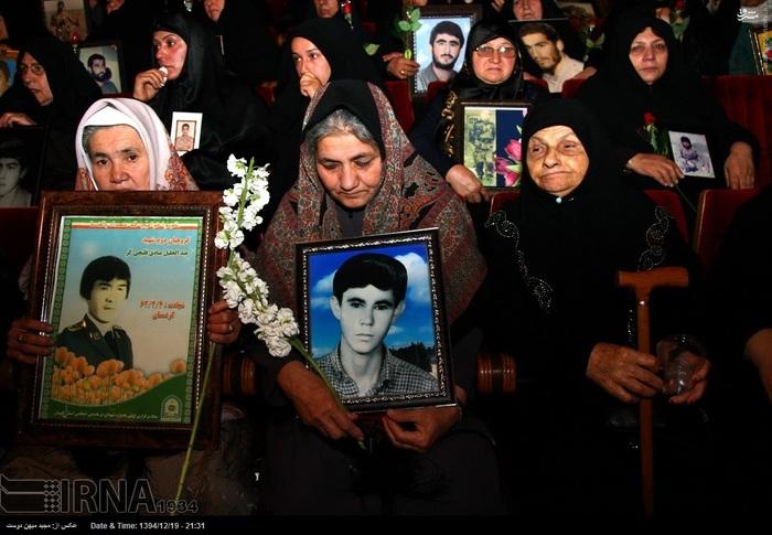 resized 1517289 277 عکس/ نکوداشت مادران و همچنین همسران شهدای گلستان