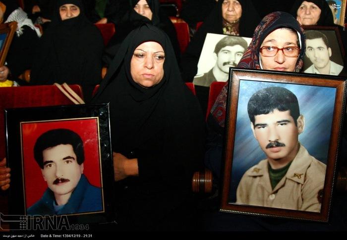 resized 1517290 994 عکس/ نکوداشت مادران و همچنین همسران شهدای گلستان
