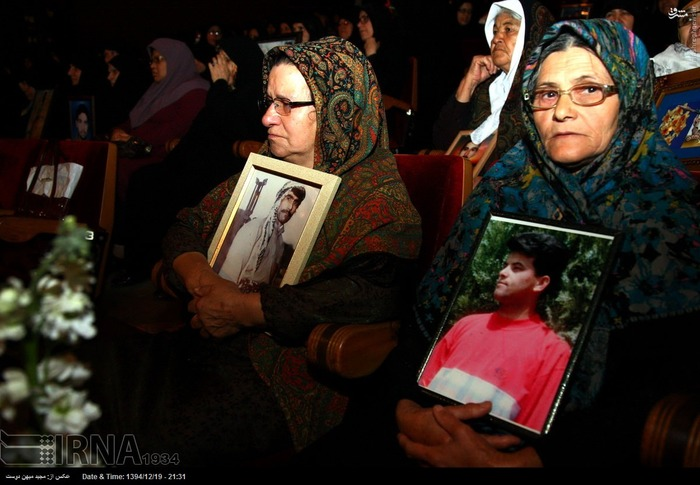 resized 1517291 343 عکس/ نکوداشت مادران و همچنین همسران شهدای گلستان