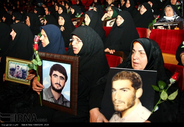 resized 1517292 957 عکس/ نکوداشت مادران و همچنین همسران شهدای گلستان